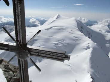 View from the summit towards Strahlhorn 4190