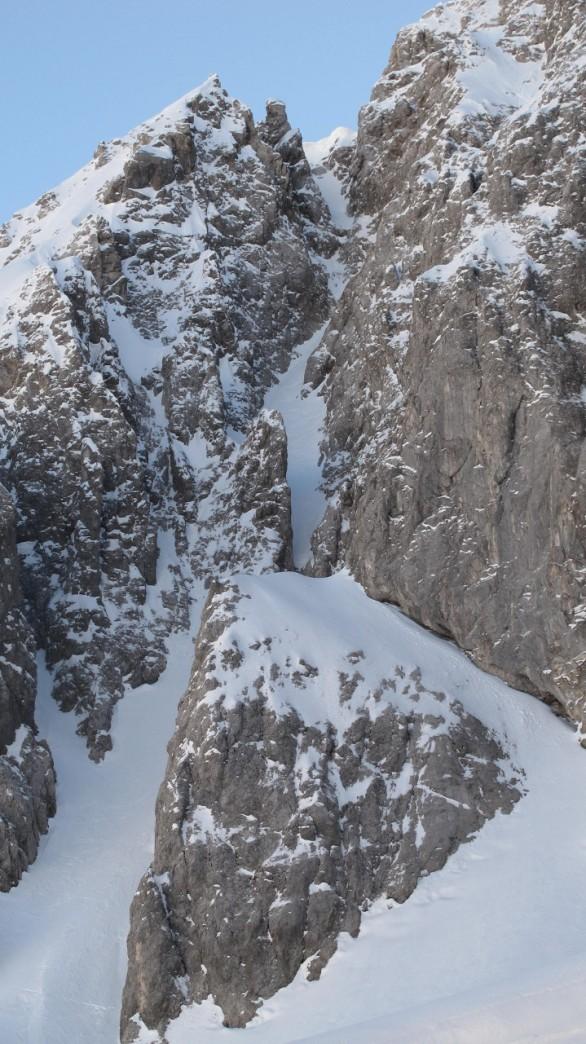 This little gem had allready seen some people skiing it. ('Schaumrolle', Grünstein east ridge )