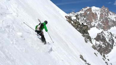 Skiing in front of the Y-Couloir / Aig. d'Argentière, © Colin Campbell