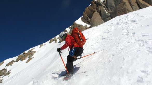 Setting off from the Aig. du Plan ridge with 1000m of air to both sides.